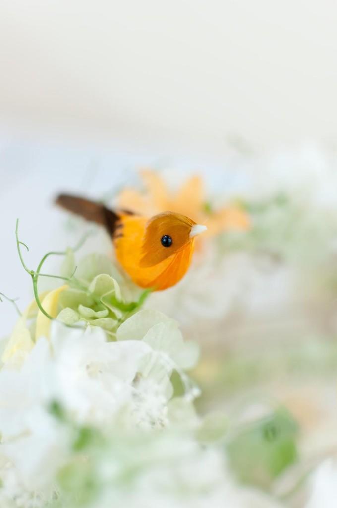 鳥のついたコサージュ