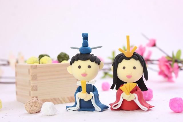 ひな人形と桃の花