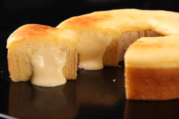 バウムクーヘンの中にチーズクリームがin